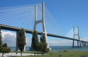 lisbon-ponte-Vasco-da-Gama-Bridge-and-the-Tagus-River